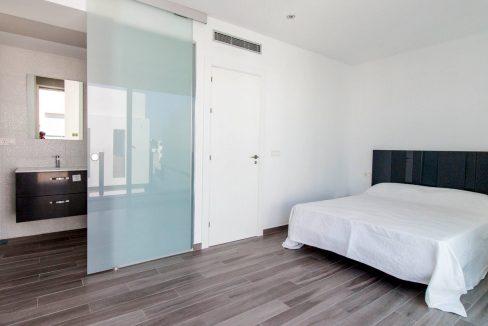 9dormitorio + baño principal