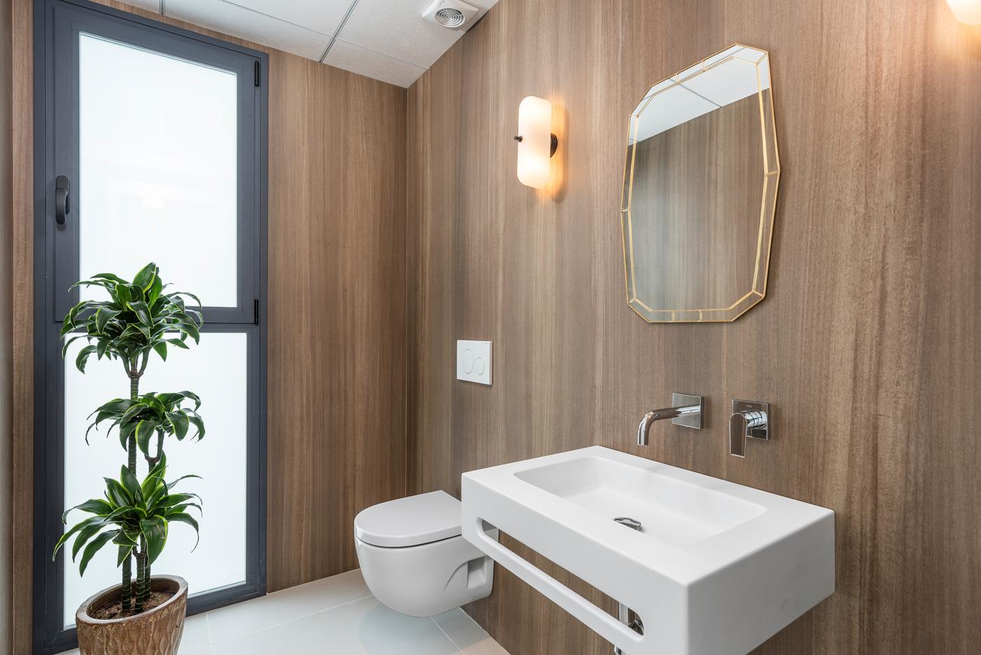 28 - Venecia III - Ground floor WC