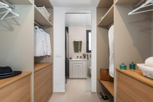35 - Venecia III - First Bedroom suite Dressing 3