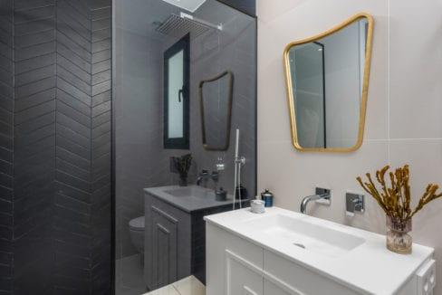 36- Venecia III - First Bedroom suite Bathroom
