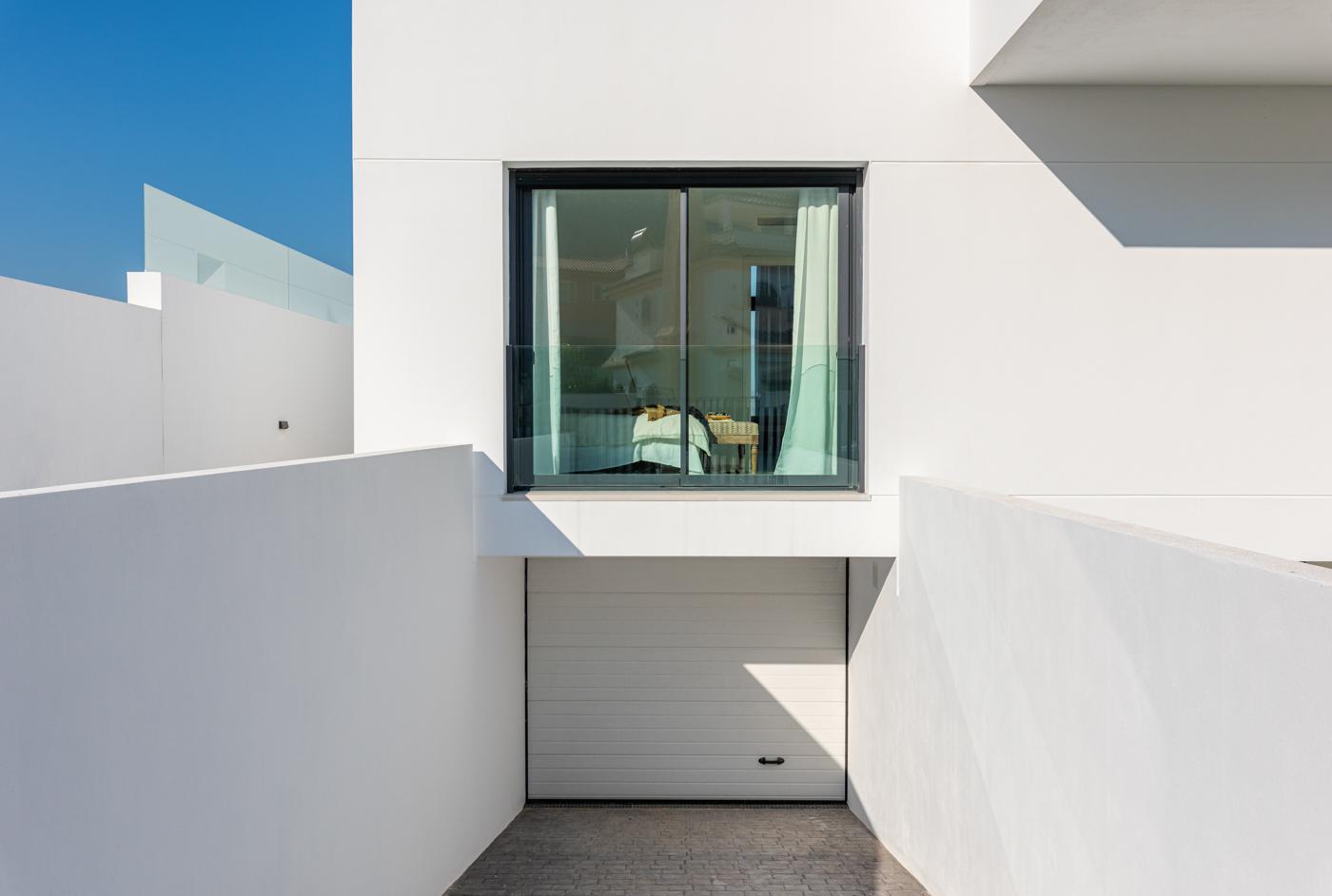 61 - Venecia III - Garage exterior view